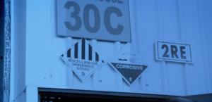 Označení budovy s chemickými látkami