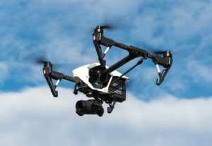 Bezpilotní letadla, alias drony.